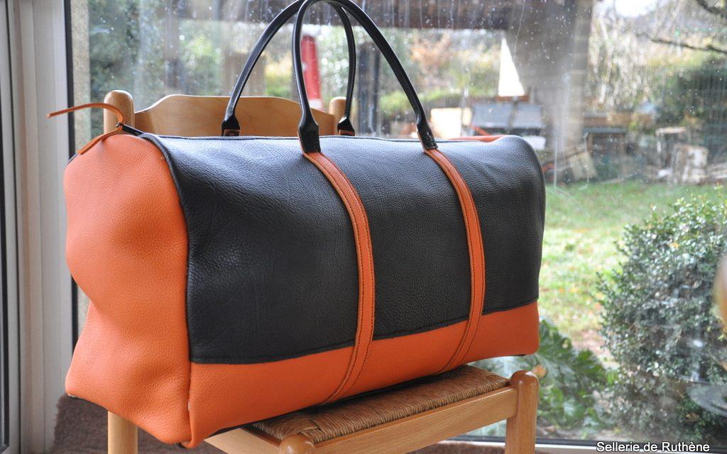 Fabrication d'un grand sac de voyage.